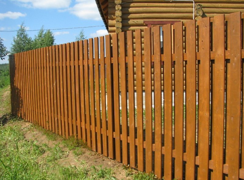 пример деревянного забора