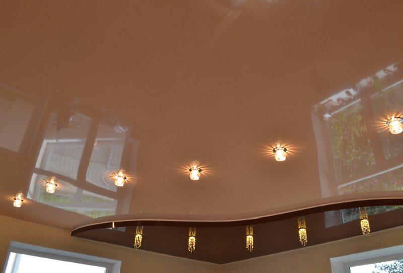 пример натяжного потолка в квартире