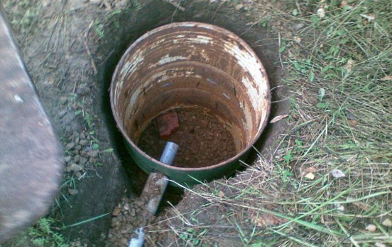 сливная яма для бани из бочки