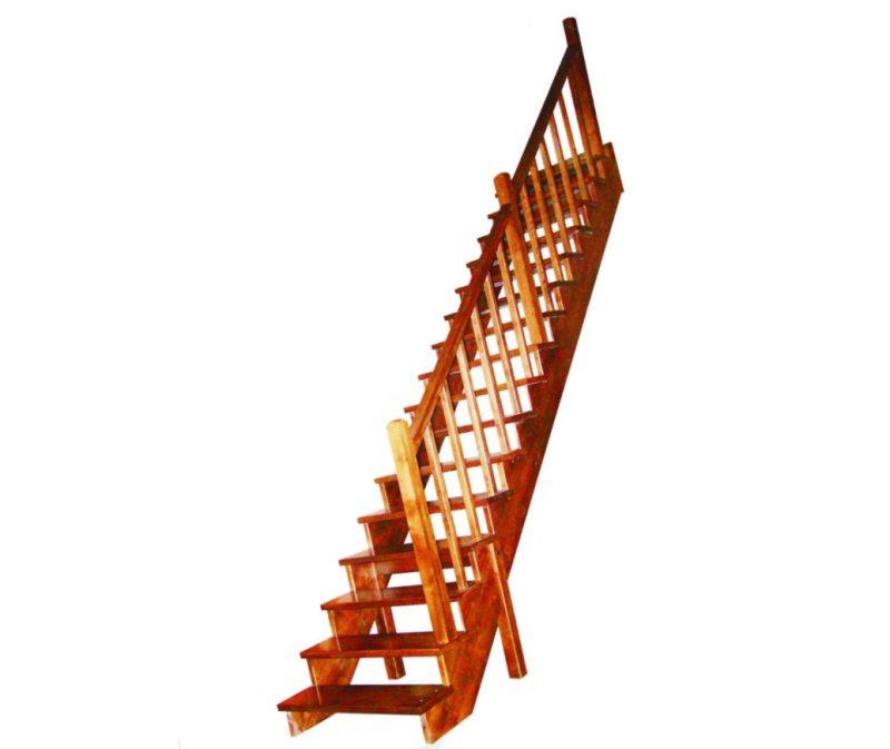 деревянная прямая лестница на второй этаж