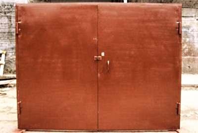 Обшивка каркаса ворот листами металла