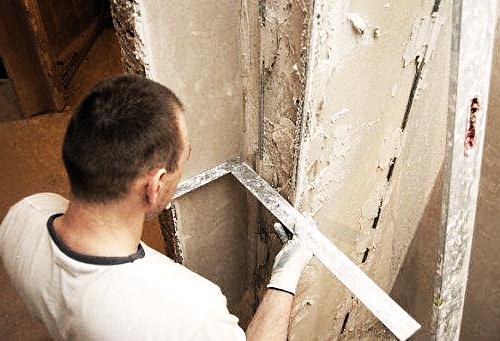 Как выровнять углы стен штукатуркой