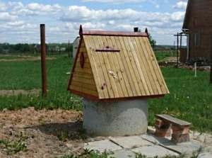 Как построить домик для колодца своими руками?