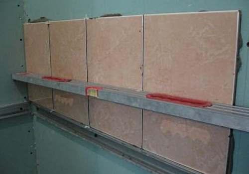 Как правильно клеить плитку на гипсокартон