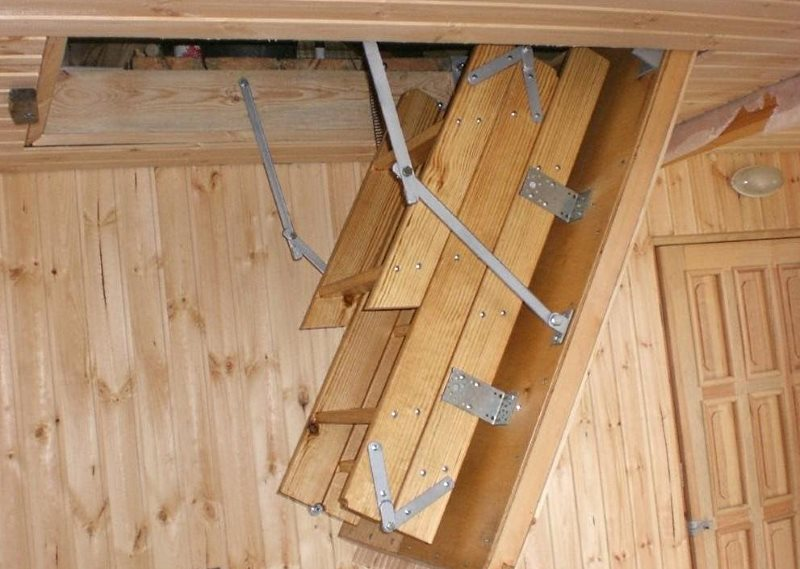 Как сделать чердачную лестницу своими руками?