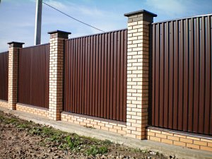 Какой высоты должен быть забор?