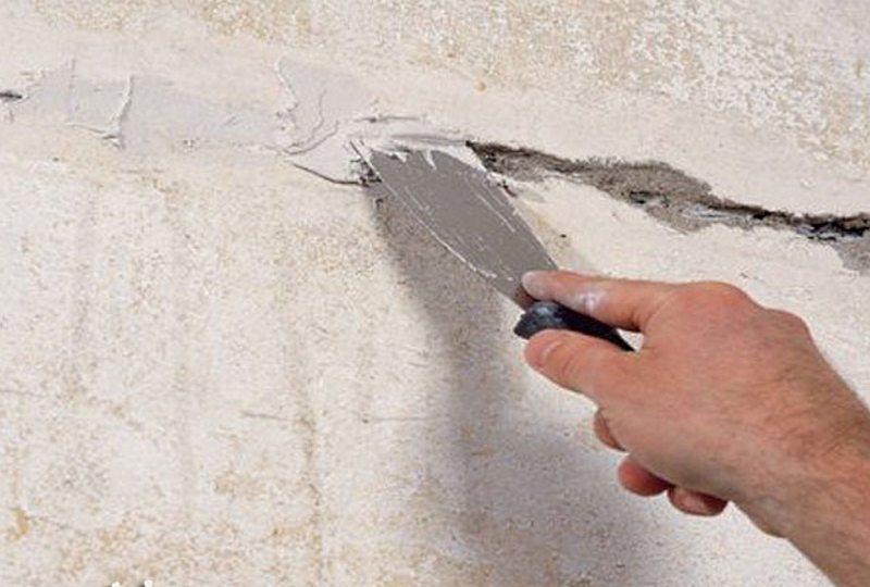 как зашпаклевать трещину в стене