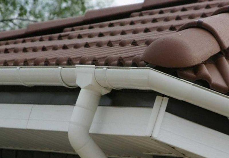 пластиковый отлив на крышу