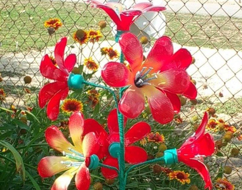 Поделки цветы из пластиковых бутылок для сада и огорода фото и описание