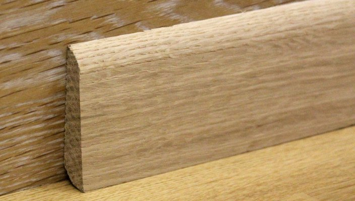 Установка деревянных плинтусов